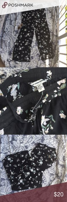 Cute and comfy American eagle pants size small 🎒 Cute and comfy size small American Eagle flower pattern pants 🌸🌺💐 brand new American Eagle Outfitters Pants Straight Leg
