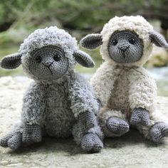 Now you can crochet the cutest sheep from Go Handmade in a combination of the two yarns: Teddy and Vintage. The Teddy yarn is soft as a dream and results in an incredibly fluffy look which is perfect for this kind of amigurumi. Crochet Sheep, Crochet Amigurumi, Crochet Teddy, Cute Crochet, Amigurumi Patterns, Crochet Animals, Crochet Dolls, Knitting For Kids, Crochet For Kids