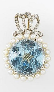 """EDWARDIAN AQUAMARINE AND DIAMOND BROOCH Large bombe faceted aquamarine, 20.5mm x 17mm, framed by seed pearls and diamond bow crest platinum topped 18kyg. 17 gs. 1 1/2"""""""
