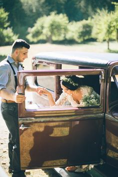 Nothing like a charming vintage ride to top off a gorgeous outdoor affair | Image by From The Daisies