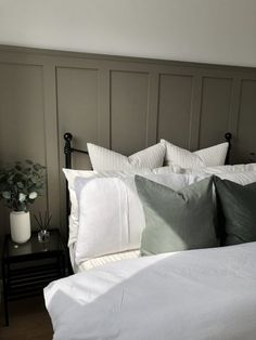 diy interieur How to create DIY Board and Batten wall panelling Home Bedroom, Bedroom Decor, Master Bedroom, Warm Bedroom, Bedroom Storage, Bedroom Interiors, Ikea Bedroom, Hotel Interiors, Master Suite