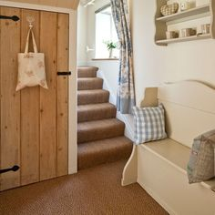 Country hallway ideas - 10 of the best provide a comfy spot to sit and remove shoes.Hang solid cottage style doors for a elegantly timeless look !