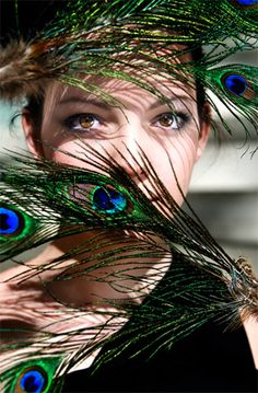 Elements to Consider in portrait photography Feather Photography, Portrait Photography Poses, Portraits, Photography Ideas At Home, Salon Art, Most Beautiful Eyes, Feather Art, Peacocks, Whisper
