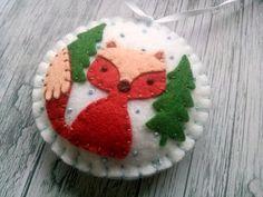 Filz Weihnachtsschmuck - Fox Woodland schneit ornament / Wolle Mischung Filz - weißer Hintergrund  Dieses Angebot gilt für 1 Verzierung   Größe ca. 8 cm Material Wolle Mischung Filz, Wollfilz  Handgemacht aus Filz mit hoher Präzision und großer Sorgfalt. Bitte beachten Sie, dass nur auf einer Seite Ornamenten verziert sind. Andere Seite ist solid weiß.  Besuchen Sie für mehr Weihnachtsschmuck mein Weihnachten https://www.etsy.com/shop/DusiCrafts?section_id=15537694…