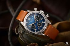The Longines Avigation BigEye L2.816.1.93.2 is a pilot watch fan's dream. Everything about the special watch with the historical design! Watch Fan, Watch Blog, Watches Photography, G Shock, Retro Design, Casio, Omega Watch, Pilot, Brown Leather