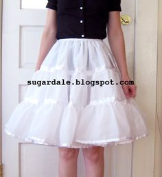 Several Free Petticoat tutorial links. The Vintage Pattern Files: 1950's Sewing - Petticoats