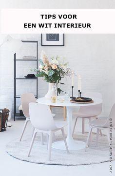 Ga jij voor klassiek en stijlvol? Of eerder strak en modern? Ga voor een tijdloos interieur met een combinatie van wittinten in koele en warme nuances. Ontdek onze decoratietrends! VITTSJÖ Stellingkast, 49,99/st. #IKEAxCoffeeklatch  Do you go for classic and stylish? Or rather sleek and modern? Give your interior a timeless touch with a combination of cool and warm whites. Discover our home decor trends! VITTSJÖ Shelf unit, 49,99/pce. #IKEAxCoffeeklatch Chaise Ikea, Ikea Chair, Compact Living, Small Dining, Scandinavian Home, Home Decor Trends, Decoration, Side Chairs, Dining Table