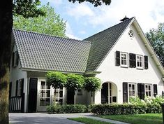 Look at the photo of Bofleur with the title idea for the renovation and . View the photo of Bofleur with the title idea for the renovation and … – SMALL HOUSES Build My Own House, Holland House, Farmhouse Remodel, House Roof, Cabin Homes, House Goals, My Dream Home, Curb Appeal, Custom Homes