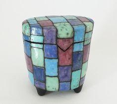 Keramik Dose mit kleinen Füßen