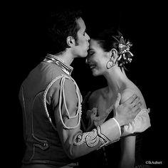 """Hannah O'Neill et Mathias Heymann dans """"Paquita"""" de Pierre Lacotte. @hannah87oneill"""