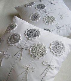 Watch The Video Splendid Crochet a Puff Flower Ideas. Phenomenal Crochet a Puff Flower Ideas. Crochet Cushions, Sewing Pillows, Crochet Pillow, Diy Pillows, Crochet Flower Patterns, Crochet Doilies, Crochet Flowers, Crochet Projects, Sewing Projects