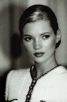 Kate Moss ✾ for Chanel photo: Guy Marineau Kate Moss, Moss Fashion, Catwalk Fashion, Latest Fashion, Fashion Trends, Queen Kate, Heroin Chic, 90s Fashion Grunge, Linda Evangelista
