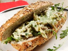 When last have you made yourself a very special chicken sandwich like this one? Sandwich Fillings, Sandwich Recipes, Delicious Sandwiches, Wrap Sandwiches, Yummy Bites, Chicken Sandwich, Your Recipe, Quesadilla, Enchiladas