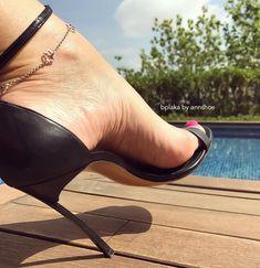 76 отметок «Нравится», 5 комментариев — Annshoe (@annshoe) в Instagram: «New edit for my lovely @bplaka #guess #bluemethalic #pumps #stilettos #fashion #fashionaddict…»