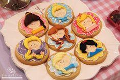 Fabiana Moura - Projetos Personalizados: Festa das Princesas Princess Theme Cake, Princess Cookies, Princess Party, Disney Princess, Iced Cookies, Cupcake Cookies, Sugar Cookies, Macarons, Cookies For Kids