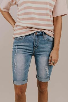 Rennie Bermuda Short Add these Medium Wash Distressed Bermuda Shorts to your closet. Perfect modest shorts with rolled hem. Featuring five pocket design Bermuda short. Bermuda Shorts Outfit, Modest Shorts, Short Outfits, Summer Outfits, Cute Outfits, Mini Shorts, Women's Shorts, Short Shorts, Summer Shorts