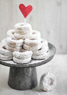 Forgo formality and add a delicious dash of fun to the big day with this tasty powdered doughnut recipe from SprinkleBakes.