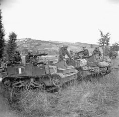 Personnel of the Saskatoon Light Infantry (M.) in Universal Carriers, Monacilioni, Italy, 18 October Canadian Soldiers, Canadian Army, British Army, Ww2 Pictures, Historical Pictures, Ww2 Tanks, Military Diorama, Military History, World War Two