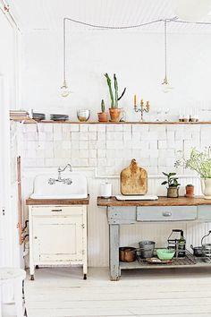 Dreamy Whites: This Old Hudson Airbnb Stay and Photoshoot Location in Hudson, New York Home Decor Kitchen, Rustic Kitchen, Home Decor Bedroom, Living Room Decor, Natural Wood Decor, Happy Kitchen, Kitchen Trends, Kitchen Ideas, Farmhouse Style Decorating