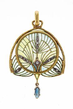 Lluís Masriera Rosés (1872-1958). Colgante con estilizaciones vegetales. C. 1915-1920. Oro con vistas en platino, esmalte, diamantes y un zafiro.