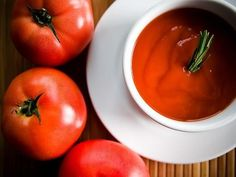 Make the famous creamy tomato soup with this easy copycat recipe. Use canned tomatoes, broth, butter, and cream for the creamiest tomato soup ever. Best Tomato Soup, Cream Of Tomato Soup, Tomato Soup Recipes, Tomato Soups, Tomato Tomato, Cream Soups, Sugar Free Ketchup Recipe, Homemade Marinara, Homemade Ketchup