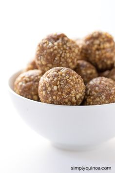 Snickerdoodle Energy Bites - a healthy, energy-filled snack that you can take on the go! | recipe on simplyquinoa.com