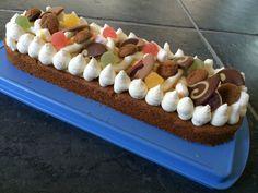 Sinterklaas taart / slof (basisrecept van Laura's bakery) met banketbakkersroom, mascarponecreme en sintsnoep!