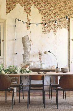La salle à manger à l'esprit vétuste d'une ancienne bâtisse rénovée. Plus de photos sur Côté Maison http://petitlien.fr/7uxg