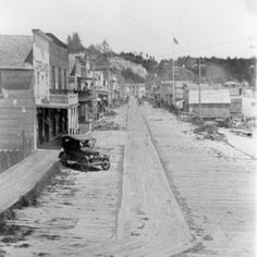 Bayfront Street Scene, Newport, OR, 1920's (UO Libraries)