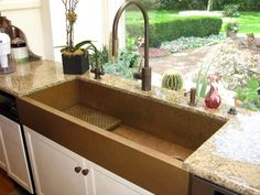 Trough style sloping sink with end drain Copper Apron Sink, Copper Farm Sink, Copper Farmhouse Sinks, Copper Sinks, Copper Wood, Copper Kitchen, Modern Farmhouse, Kitchen Sink Design, Kitchen Sinks