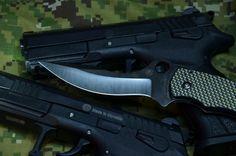 Pištole Grand Power K100 vo verziách K22S a G9 s nožom Spyderco Laci Szabo
