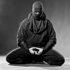Meditation in Stillness, Meditation in Movement - Focus & Balance Katana, Guerrero Ninja, Art Ninja, Japanese Warrior, Ju Jitsu, Ninja Weapons, Shadow Warrior, Ninja Warrior, Suit Of Armor