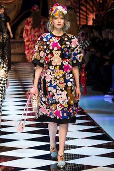 Sfilata Dolce & Gabbana Milano - Collezioni Autunno Inverno 2016-17 - Vogue