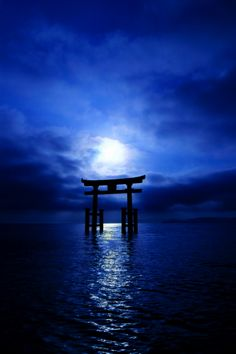 Kamigami no Asobi ~~ In honor of Tsukito & Takeru, here is the Torii gate of Shirahige shrine, Japan, by moonlight. Japanese Culture, Japanese Art, Japanese Shrine, Beautiful World, Beautiful Places, Torii Gate, Kamigami No Asobi, Art Asiatique, Jolie Photo