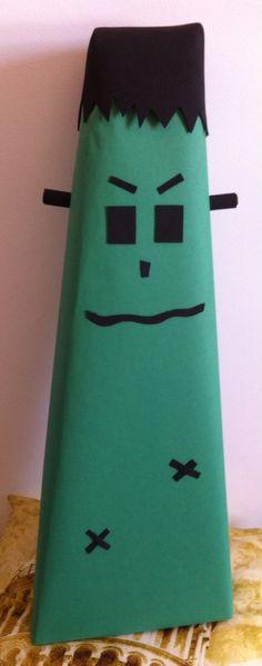 Frankenstein, feito com caixa de papelão, papel verde e EVA preto!! Super simples!!