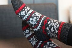 Sweet things: No ne adventtisukat Knitting Socks, Knit Socks, Baby Booties, Mittens, Needlework, Instagram Posts, Pattern, Crafts, Knits