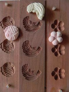 Japanese wooden molds for dry confectionery Surprised this is not used Indian sweets beautiful, as well as tasty. Japanese Wagashi, Japanese Sweets, Japanese Food, Japanese Art, Japanese Design, Tampons, Tea Ceremony, Cake Mold, Japanese Culture
