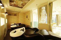 Beauty salon interior design ideas | + hair + space + decor + designs + Tokyo + Japan | Follow us on https://www.facebook.com/TracksGroup <<<【Lond シャンプーエリア】アンティーク 美容室 内装
