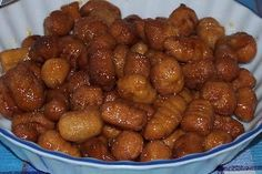"""Turdilli"" a traditional Calabrese (Southern Italian) cookie served at Christmas made with wine, then fried and dipped in honey. My Mama's family made these every year at Christmas time. This picture is from: www.AielloCalabro.net Verso Natale. Le ricette dei ""Turdilli"" di Aiello Calabro"