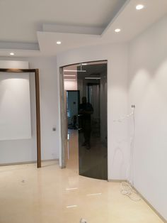 Realizácia oblúkových posuvných dverí. Farba na želanie zákazníka tak, aby ladila s moderne navrhnutým interiérom, osadené v púzdre Eclisse a madlo na dverách potiahnuté kožou. Veľmi elegantné Oversized Mirror, Bathtub, Bathroom, Furniture, Home Decor, Standing Bath, Washroom, Bathtubs, Decoration Home