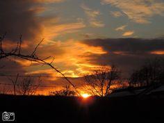 Gesluierde zonsondergang boven Geuldal Mechelen