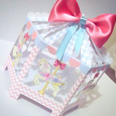 Caixa personalizada  Centro de mesa Carrossel Encantado  Produzida em papel chambril 180g  Altura: 14cm  Largura: 15cm  **FAZEMOS EM QUALQUER TEMA  ***As caixas são enviadas desmontadas, assim o valor do frete e volume é reduzido, garantindo a integridade do produto no transporte. O processo de m... Birthday Party Themes, Girl Birthday, Fun Crafts, Diy And Crafts, Carousel Party, Packing Boxes, Disney Cakes, Favor Boxes, Baby Cards