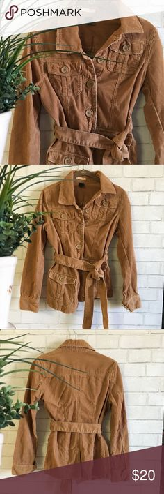 "🍂🌸🎊HP:12/1/17🎊🌸🍂Forever 21 Corduroy Jacket 🍂🌸Forever 21 Corduroy Jacket🌸🍂 Perfect for Fall! Has button details down the middle/sleeves and wrap around tie for closure. Pockets are usable. Has a soft corduroy outside and very comfortable! Great used Condition. Comes from a smoke-free home:)💕 (Size tag is worn off but is a size S, 0-2) 🎊Host Pick: 12/1/17 ""Winter Preview""🎊 Forever 21 Jackets & Coats"