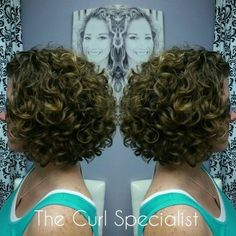 Presso The Curl Specialist, w - Italiano Ultima Moda Curly Hair Tips, Short Curly Hair, Hair Dos, Short Hair Cuts, Curly Hair Styles, 4c Hair, Curly Bob Hairstyles, 1950s Hairstyles, Short Hair With Layers