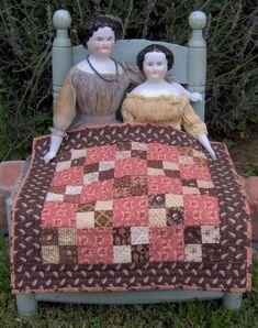 Four Patch doll quilt. The Humble Stitcher: Doll Quilts Old Dolls, Antique Dolls, Vintage Dolls, Antique Quilts, Vintage Quilts, Small Quilts, Mini Quilts, Make Do, Dollhouse Dolls