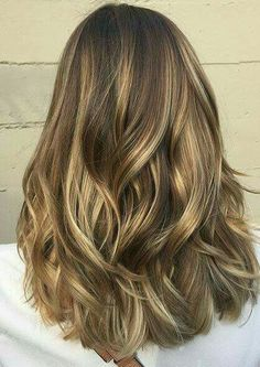 Summer Hair Color Ideas with Medium Length Hair - Light Brunette Balayage Highlights (blonde bayalage hair medium lengths) Balayage Brunette, Hair Color Balayage, Hair Highlights, Ombre Hair, Blonde Ombre, Color Highlights, Subtle Balayage, Brown Medium Length Hair With Highlights, Medium Length Hair Cuts With Layers