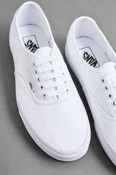 white vans - white vans outfit - white vans - white vans painted - white vans outfit slip on - white vans outfit summer - white vans outfit winter - white vans slip on - white vans outfit old skool Tenis Vans Authentic, Vans Authentic White, White Vans Outfit, White Sweater Outfit, Grunge Style, Soft Grunge, Tokyo Street Fashion, Beauty Van, Dr. Martens