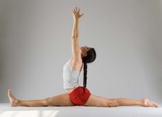 Hanumanasana - Monkey Pose - Stretches the hamstrings, groin and hip flexors; Strengthens the pelvic floor muscles; Strengthens the abdominal muscles; Relieves sciatica pain.