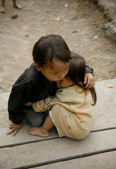 This breaks my heart. Two and a half -year -old sister protected by a four- year- old brother in Nepal. Donate Now!!