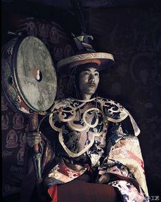 http://www.weibo.com/u/3163937325 ལྷོ་པ་ | 珞巴族 | Lhoba | Their religion is mostly 巫觋宗教, a few are 藏传佛教. 复兴手工艺